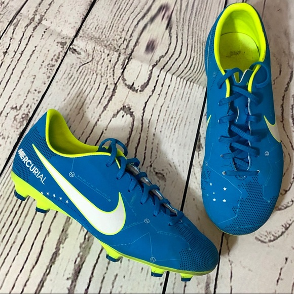 SOLD 🤩 Nike Mercurial Soccer Cleats youth 4.5